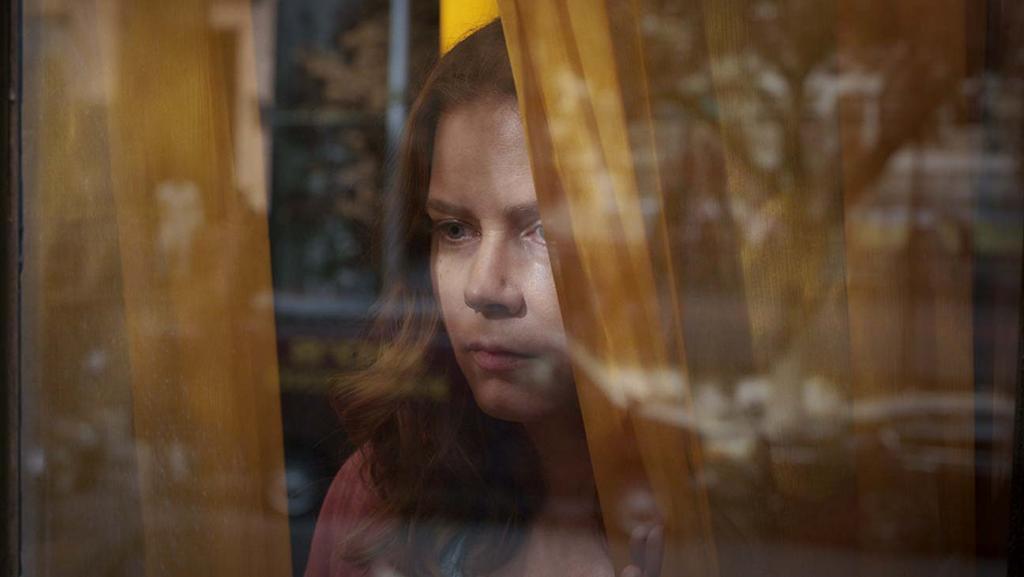 Netflix divulga novo trailer de A Mulher na Janela, filme estrelado por Amy Adams
