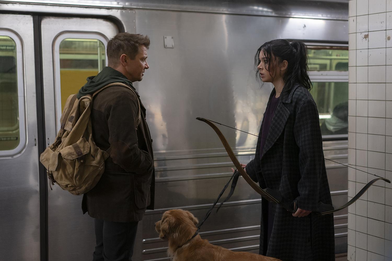 Gavião Arqueiro   Jeremy Renner e Hailee Steinfeld estrelam nova imagem da série da Marvel