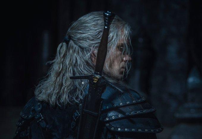 Henry Cavill volta ao papel de Geralt nas primeiras imagens da segunda temporada de The Witcher
