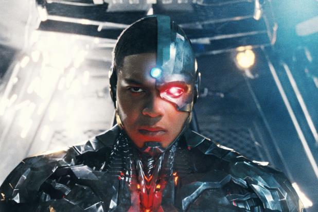 Ciborgue foi removido do roteiro de Flash e papel não ganhará novo ator, diz jornalista