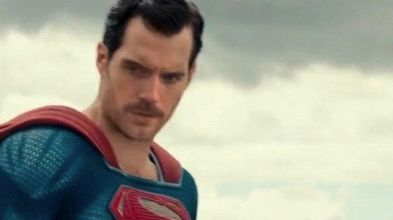 Henry Cavill aparece de bigode em imagens vazadas de Liga da Justiça