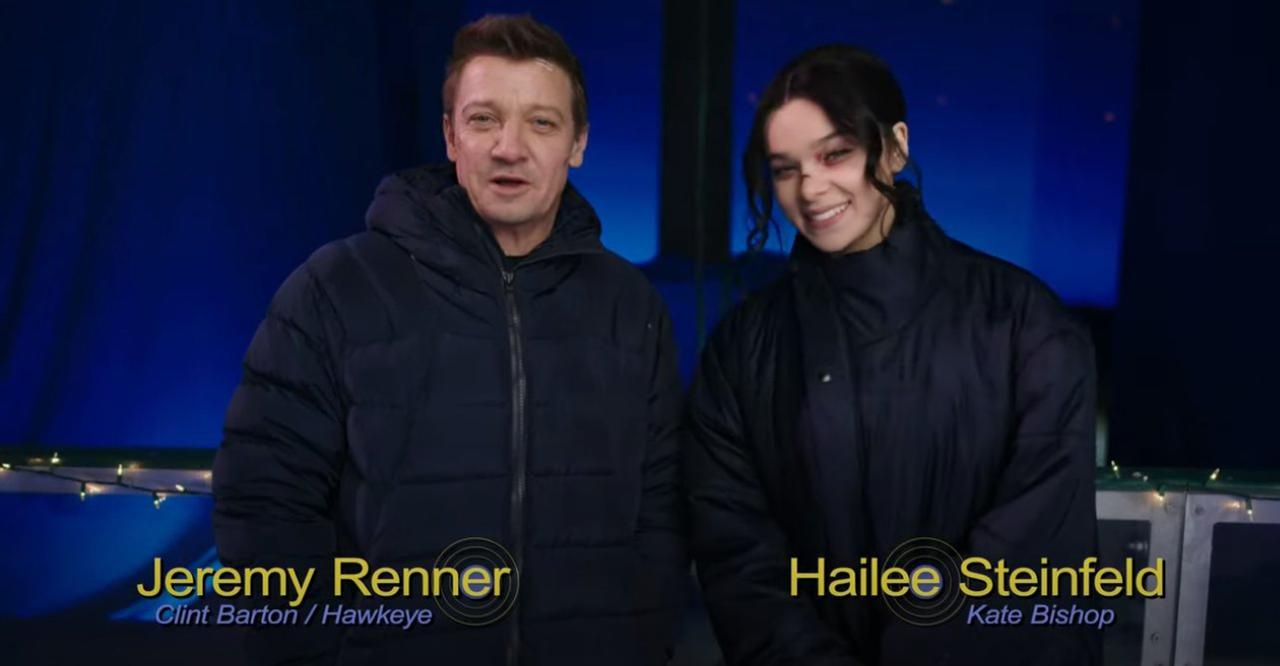 Jeremy Renner e Hailee Steinfeld aparecem juntos em evento da Marvel