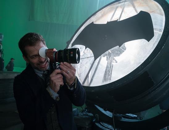 Zack Snyder quer lançar sua versão da Liga da Justiça nos cinemas