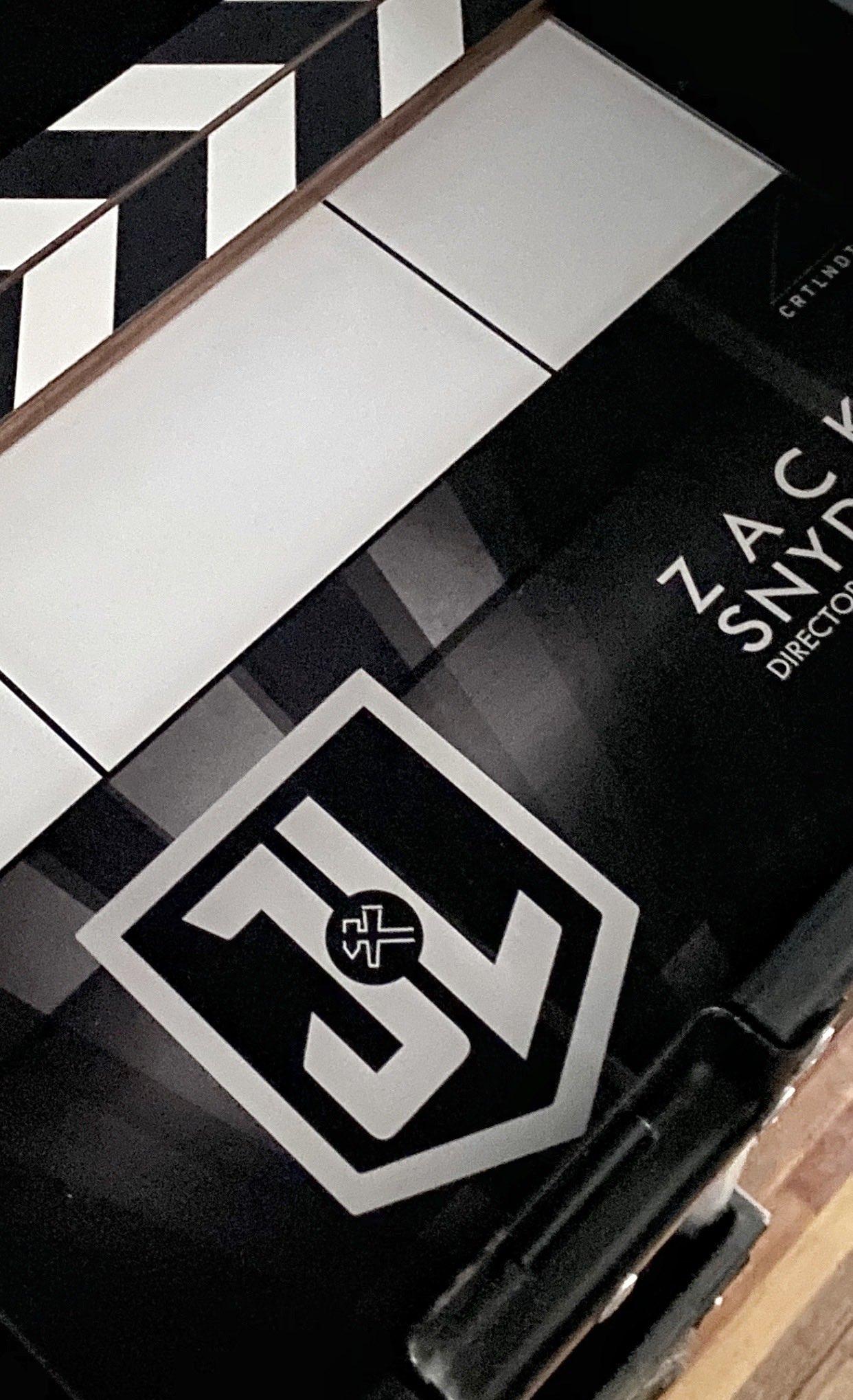 Zack Snyder posta foto e indica começo das filmagens adicionais