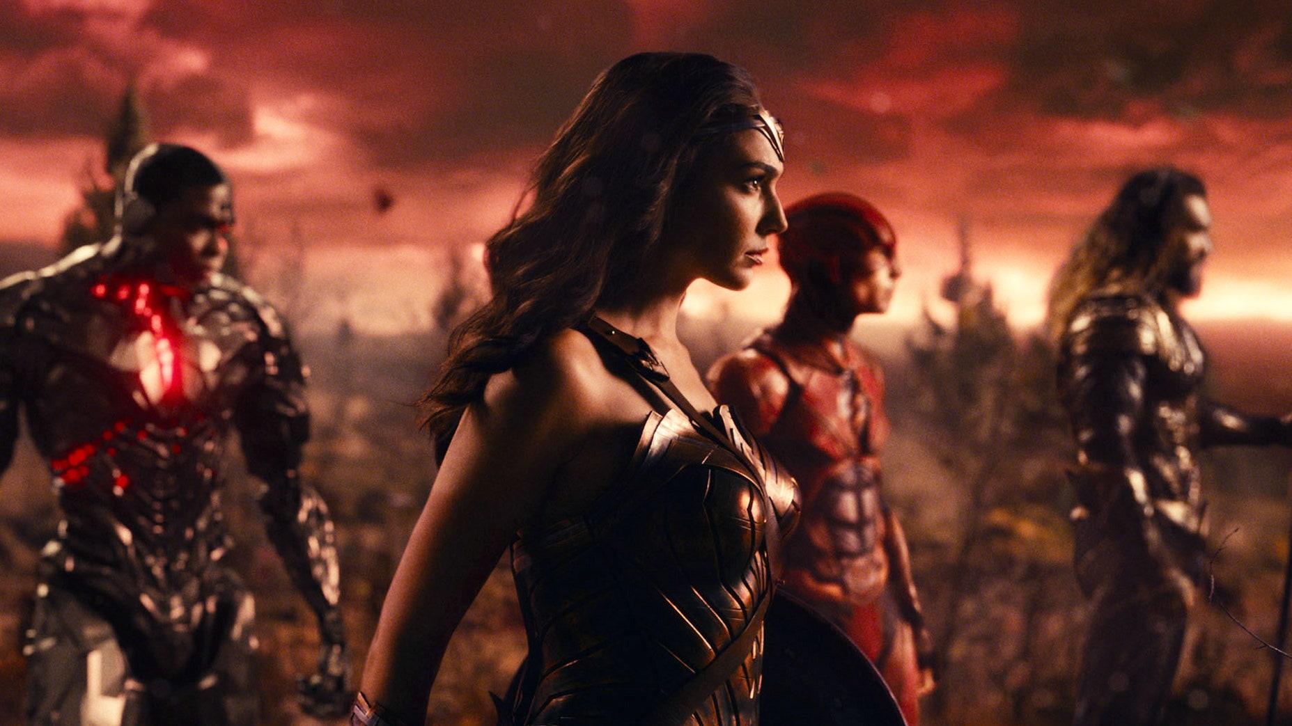 """Executivo da Warner Bros. diz Liga da Justiça de Joss Whedon foi """"estúpida"""""""