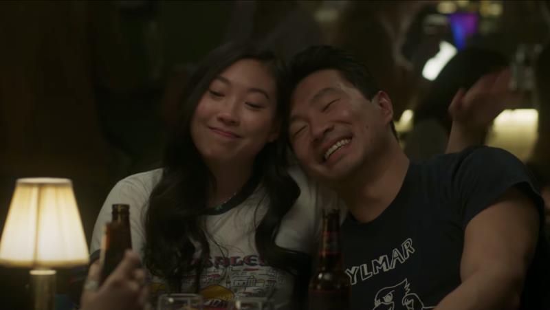 Simu Liu e Awkwafina são destaque em nova foto de Shang-Chi