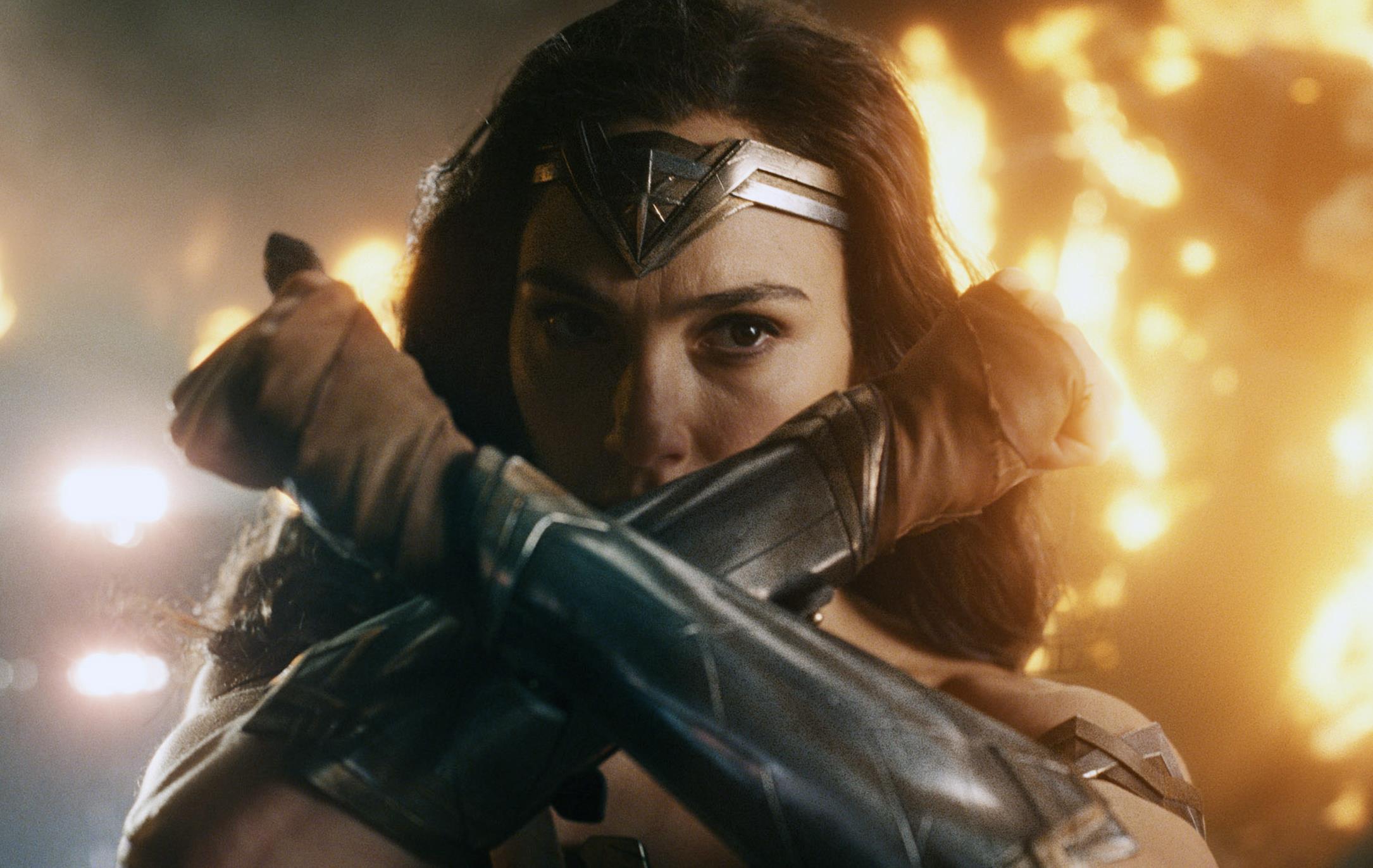 Gal Gadot confirma que Joss Whedon ameaçou sua carreira no set de Liga da Justiça