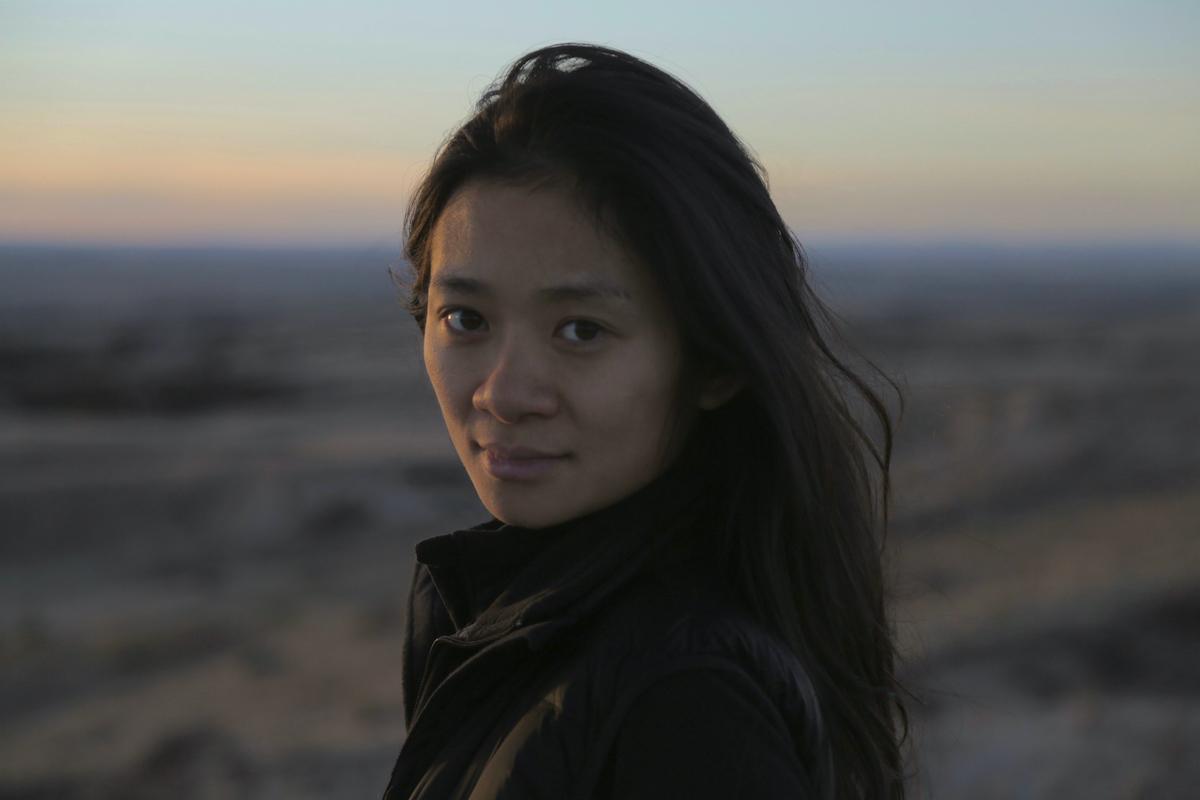 Governo chinês ordena que mídia local diminua cobertura de Nomadland por conta de Chloé Zhao
