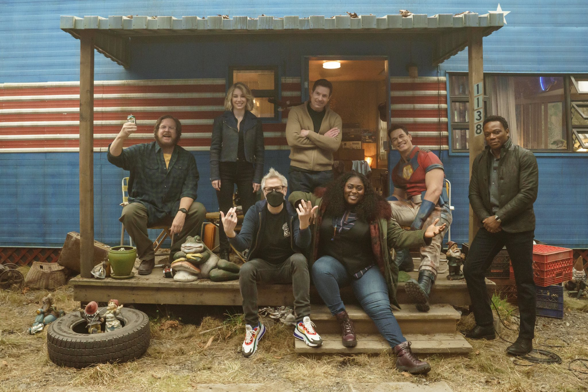James Gunn divulga as primeiras imagens dos bastidores da série do Pacificador